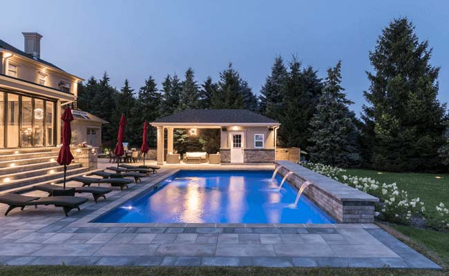 How Can a Swimming Pool Builder or Contractor Assist You